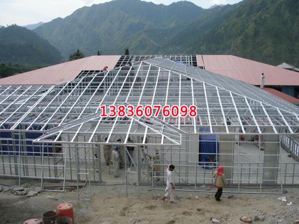 生产建造轻钢结构别墅主要有四大结构:轻型钢架结构,墙体结构,楼板